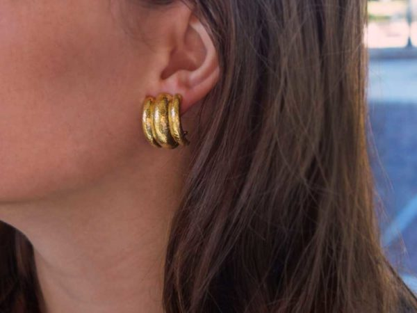 Elizabeth Locke Amalfi Hammered Earrings