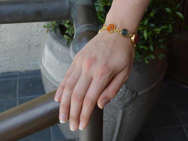 Elizabeth Locke Venetian Glass Intaglio 'Cab Nico Putto with Butterfly & Round Goddess with Wheat' Link Bracelet model shot #2