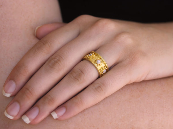 """Elizabeth Locke """"Daisy"""" Diamond Flat Band Ring"""