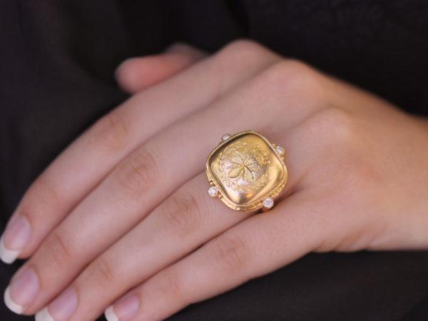 Elizabeth Locke Gold 'Queen Bee' Diamond Ring