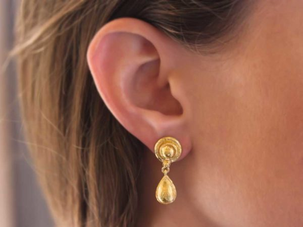 Elizabeth Locke Round Gold Dome And Pear-Shaped Gold Drop Stud Earrings