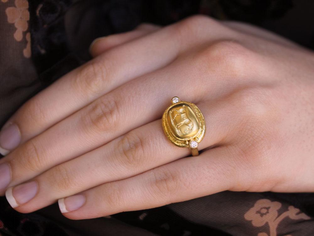 Elizabeth Locke Gold Grazing Horse Ring with Diamonds