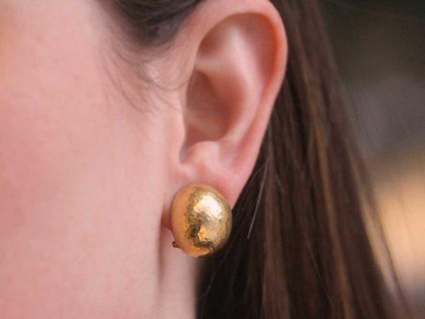 "Elizabeth Locke Vertical Oval Hammered ""Shrimp"" Gold Earrings"
