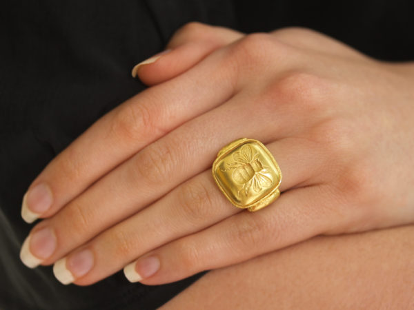 Elizabeth Locke Gold Cushion Fat Bee Ring