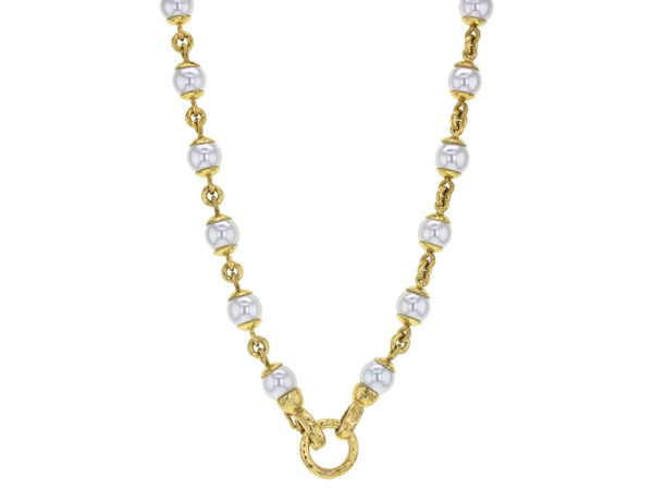 "Elizabeth Locke 17"" 8-8.5mm Akoya Pearl And Gold Link Necklace With Circle Clasp Necklace model shot #4"