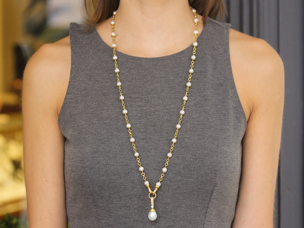 """Elizabeth Locke 31"""" Circle Clasp 7mm Pearl and Gold Link Necklace model shot #2"""