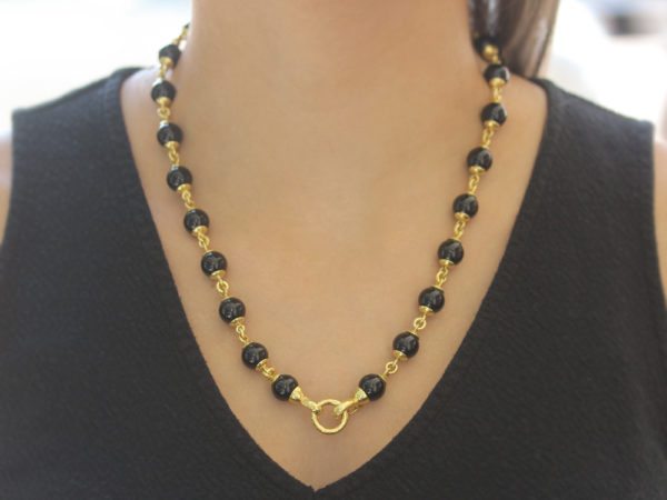 """Elizabeth Locke 21"""" Circle Clasp Necklace With 10mm Onyx Beads and Gold Links"""