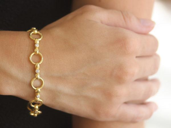 "Elizabeth Locke Diamond ""Celtic"" Link Bracelet with Diamond On Box Clasp"