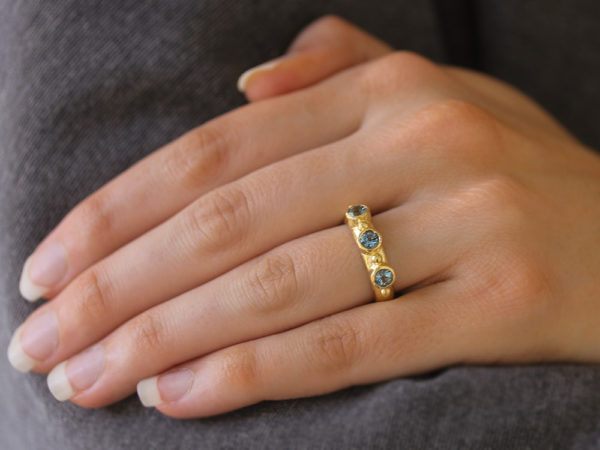 Elizabeth Locke Round Faceted Aquamarine Stack Ring with Gold Dots
