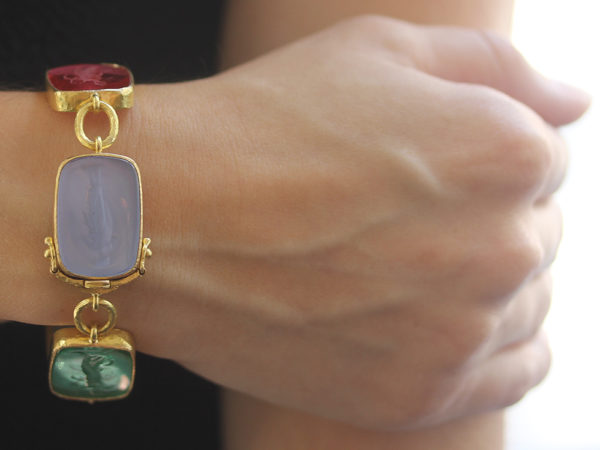 "Elizabeth Locke Pastel Venetian Glass Intaglio ""Must"" Bracelet with Small Oval Link Connectors and Box Clasp model shot #4"