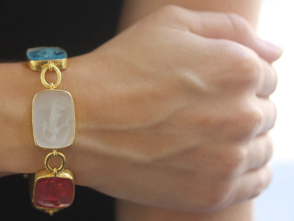 """Elizabeth Locke Pastel Venetian Glass Intaglio """"Muse"""" Bracelet with Small Oval Link Connectors and Box Clasp model shot #2"""