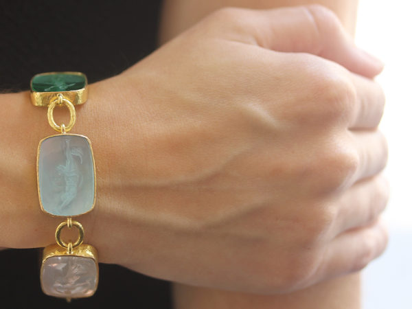 "Elizabeth Locke Pastel Venetian Glass Intaglio ""Must"" Bracelet with Small Oval Link Connectors and Box Clasp"