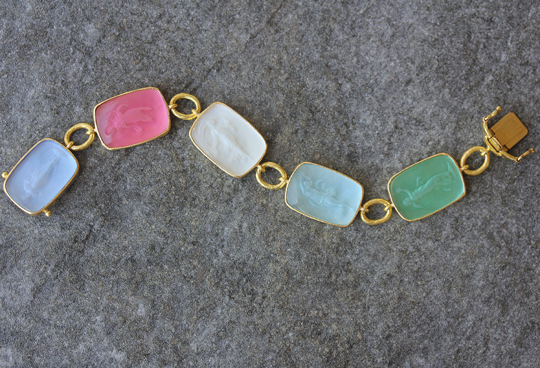 "Elizabeth Locke Pastel Venetian Glass Intaglio ""Must"" Bracelet with Small Oval Link Connectors and Box Clasp model shot #5"