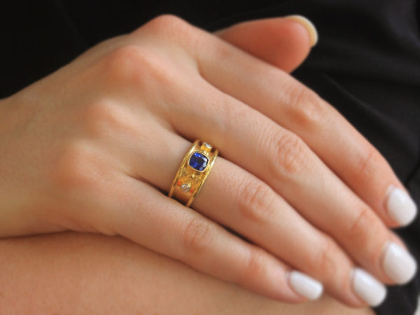 Elizabeth Locke Cushion Blue Sapphire With Side Diamonds in Straight Cigar Band