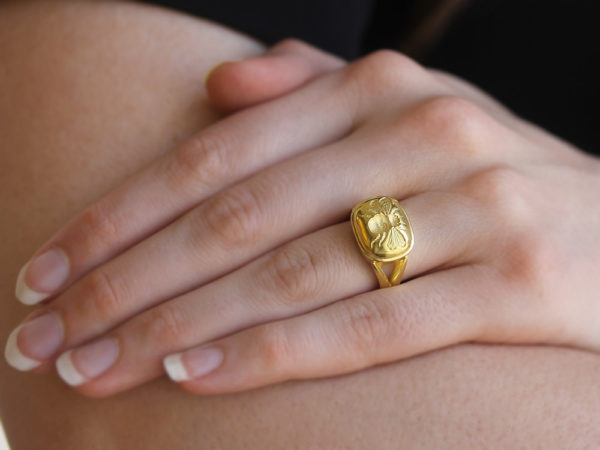 "Elizabeth Locke Gold ""Fat Bee"" Ring with Split Shank model shot #1"