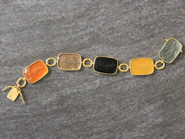 "Elizabeth Locke Fall Venetian Glass Intaglio ""Muse"" Bracelet with Small Oval Link Connectors and Box Clasp model shot #4"