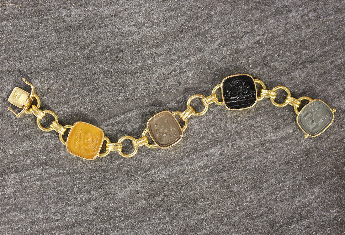 "Elizabeth Locke Neutral Venetian Glass Intaglio ""Seated Minerva"" Link Bracelet With Round and Banded Connectors and Box Clasp model shot #5"