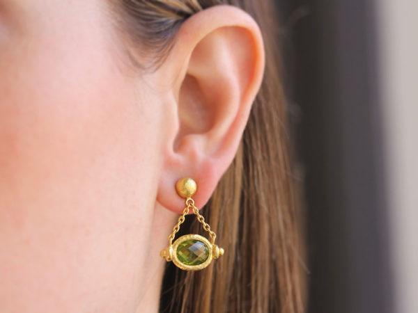 Elizabeth Locke Gold Dome With Faceted Oval Peridot Drop Earrings