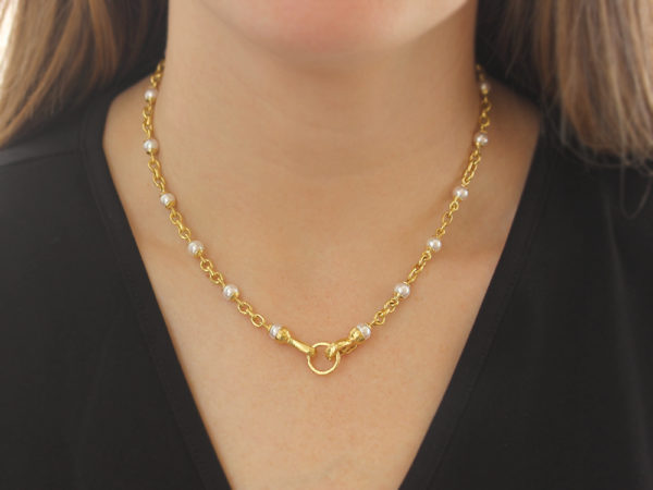 "Elizabeth Locke 17"" Akoya Pearl and Small Gold Link Necklace with Gold Circle Clasp"