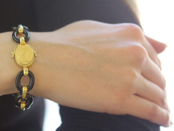"Elizabeth Locke Medium Black Jade Link Bracelet with Narrow Hammered Gold Connector and Gold ""Crane"" Clasp"