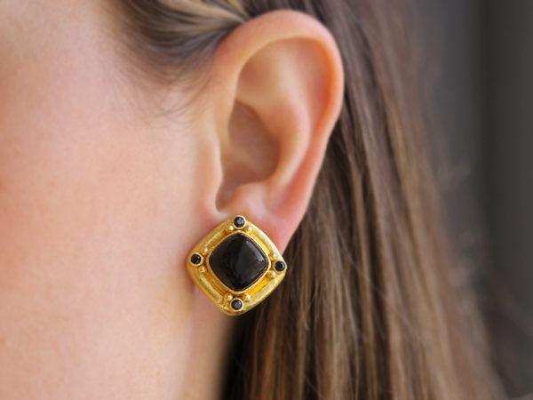 "Elizabeth Locke Cabochon ""Rombo"" Cushion Onyx Earrings with Black Spinel"