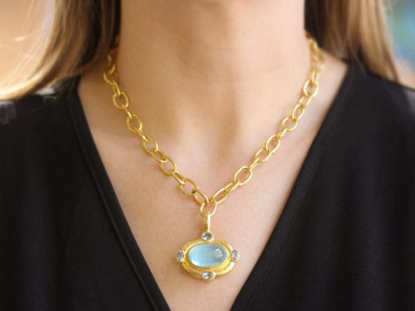 Elizabeth Locke Horizontal Oval Cabochon Aquamarine Pendant With Faceted Aquamarines