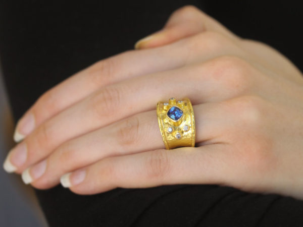 Elizabeth Locke Blue Sapphire and Diamond Tapered Cigar Band
