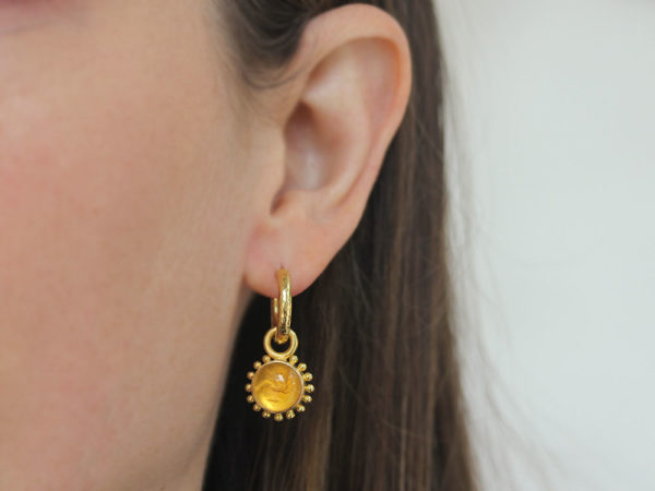 """Elizabeth Locke Light Amber Venetian Glass Intaglio """"Cab Tiny Griffin"""" with Granulation Earring Charms for Hoops"""