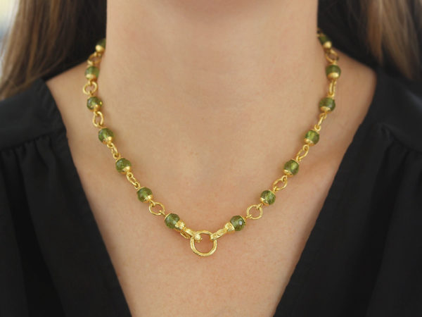 """Elizabeth Locke 17"""" Faceted Peridot Bead & Gold Link Necklace with Circle Clasp model shot #2"""