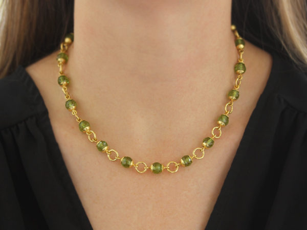 """Elizabeth Locke 17"""" Faceted Peridot Bead & Gold Link Necklace with Circle Clasp model shot #3"""