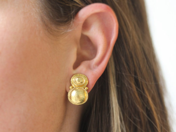 Elizabeth Locke Stacked Horizontal Oval Domed Earrings with Side Gold Dots